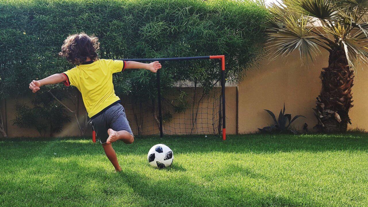 El fútbol se para, pero LaLiga se juega en casa